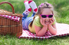 Petite fille au pique-nique Photo libre de droits