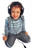 petite fille avec des écouteurs Photographie stock