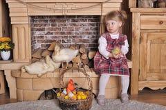 Petite fille avec des canetons Photos stock
