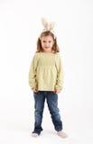 Petite fille avec des oreilles de lapin Photo stock