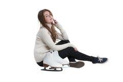 Petite fille avec des patins d'isolement Photo stock
