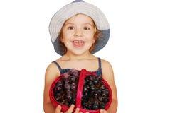 Petite fille avec des raisins Photos libres de droits