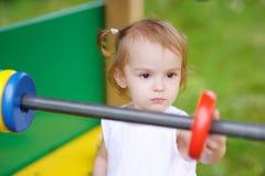 Petite fille avec l'abaque de jouet Photos libres de droits