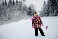 Petite fille avec la baguette magique et les ailes de magig Photos libres de droits