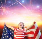 Petite fille avec la célébration de drapeau des Etats-Unis Photos libres de droits