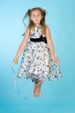 Petite fille avec la corde à sauter Images libres de droits