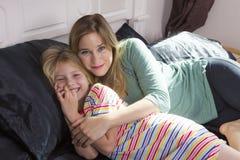 Petite fille avec la maman ensemble Image libre de droits