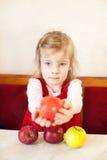 Petite fille avec la pomme Images libres de droits