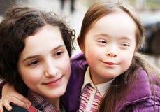 Petite fille avec la soeur Photo libre de droits