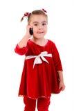 Petite fille avec la verticale de téléphone. Photo libre de droits