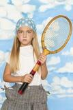 Petite fille avec la vieille raquette de tennis images libres de droits