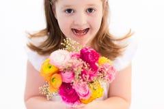 Petite fille avec le bouquet de fleur Photographie stock libre de droits