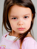 Petite fille avec le cheveu brun images libres de droits