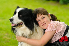 Petite fille avec le chien Photos libres de droits
