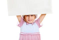 Petite fille avec le conseil vide image stock