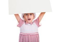 Petite fille avec le conseil vide photos stock