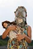 Petite fille avec le masque de gaz Image stock
