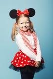 Petite fille avec le masque de souris Photos libres de droits