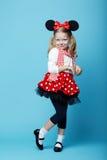 Petite fille avec le masque de souris Image libre de droits
