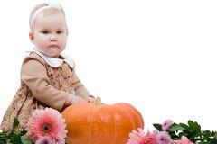 Petite fille avec le potiron Photographie stock libre de droits