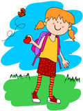 Petite fille avec le sac à dos et la pomme Photo libre de droits