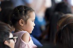 Petite fille avec son père Image libre de droits