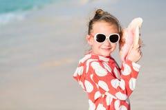 Petite fille avec un seashell photo libre de droits