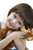 Petite fille avec un taddy photographie stock libre de droits