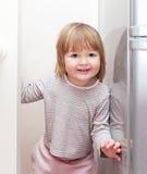Petite fille ayant jouer d'amusement Photographie stock