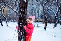 Petite fille ayant l'amusement Photographie stock