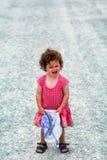 Petite fille ayant une mauvaise humeur criant Photographie stock libre de droits