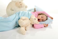 Petite fille baîllant Photographie stock libre de droits