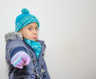 Petite fille blonde un jour d'hiver Photo stock