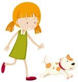 Petite fille chassant un chiot Image libre de droits