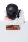 Petite fille chinoise asiatique jouant l'abaque Image libre de droits