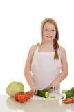 Petite fille coupant un concombre Photographie stock libre de droits