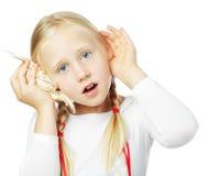 Petite fille écoutant, concept de communication Photographie stock libre de droits