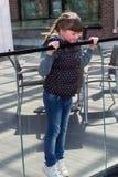 Petite fille curieuse Images libres de droits