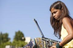 Petite fille d'étudiant moderne Images libres de droits