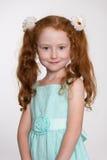 Petite fille d'une chevelure rouge merveilleuse Images stock