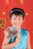 Petite fille dans des vêtements chinois Photographie stock libre de droits