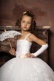 Petite fille dans la robe de mariage Image stock