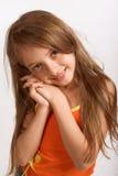 Petite fille dans la robe occasionnelle Photo stock