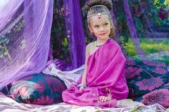 Petite fille dans la robe orientale Photos stock