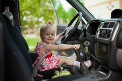 Petite fille dans la voiture Photographie stock