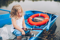 Petite fille dans le bateau Photos stock