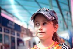 Petite fille dans le capuchon Photographie stock