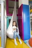 Petite fille dans le jardin d'enfants Photo stock