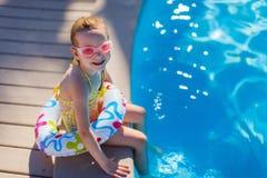 Petite fille dans le regroupement Photographie stock libre de droits