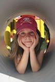 Petite fille dans le tunnel Photographie stock libre de droits